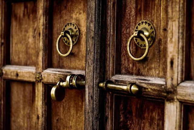 close-up-door-door-handle-907609.jpg